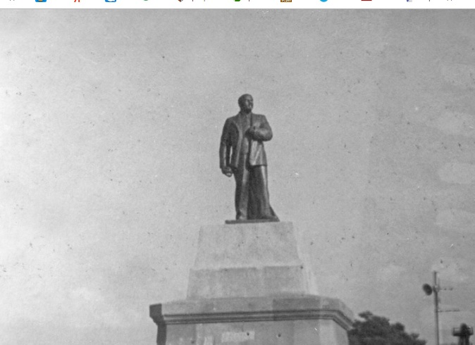 2_pamjatnik_Leninu_v_Sevastopole.jpg