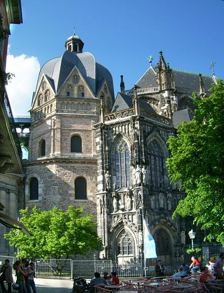 457px-Aachener_Dom_Oktogon.jpg