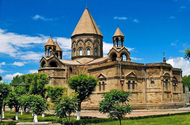 800px-Ejmiadzin_Cathedral2.jpg