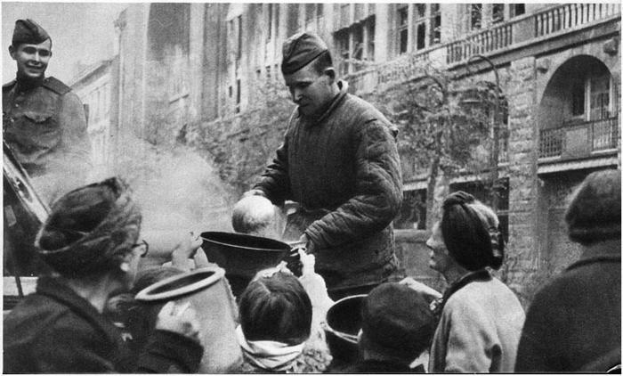 Russkaja_kasha_i_nemcam_po_vkusu__Berlin_1945_g_.jpg