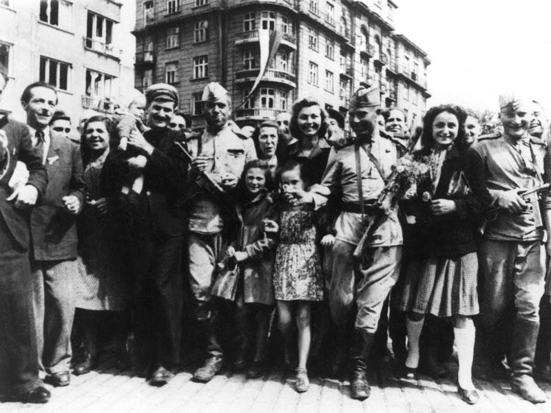 Sovetskie_voiny_na_ulicah_Belgrada_.jpg