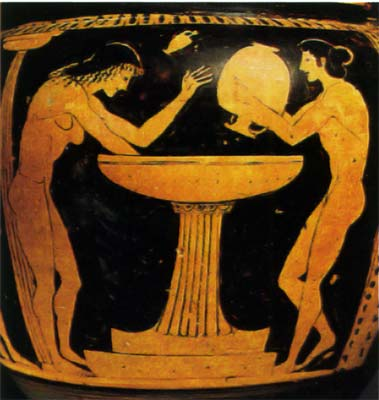 ZHenshhina__gotovjashhajasja_prinjat__vannu__fragment_antichnoj_vazy__Grecija_5v_d_n_je__Arheologicheskij_muzej_Bari.jpg